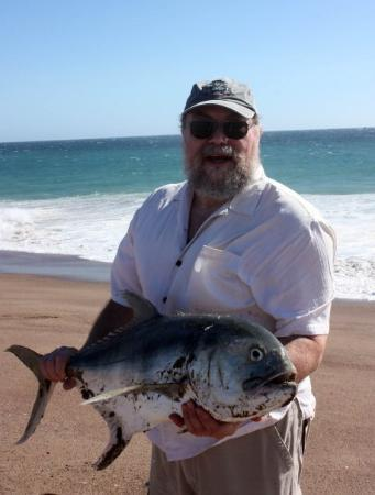 Barra de Navidad, Mexico: Steve caught this 25# Jack surf fishing from the beach. Jeff tossed the line in and in seconds h