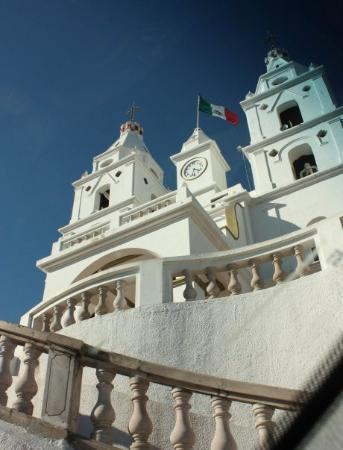 Barra de Navidad, Messico: White church in Cuhatlan? I think... little town between Manzanillo and Barra