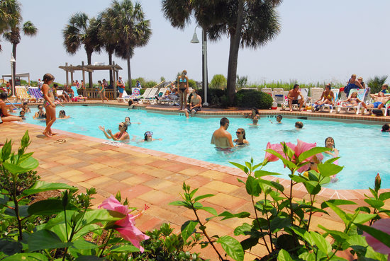 Sea Crest Oceanfront Resort : Cool off in the outdoor pool