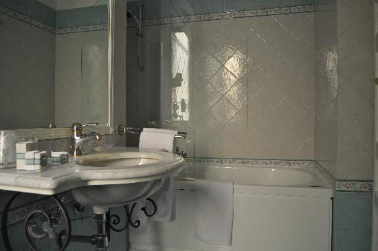 Residenza Cellini: our bathroom