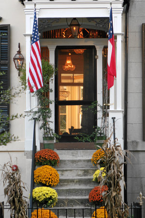 The Olde Savannah Inn: Romantic Fall Getaway