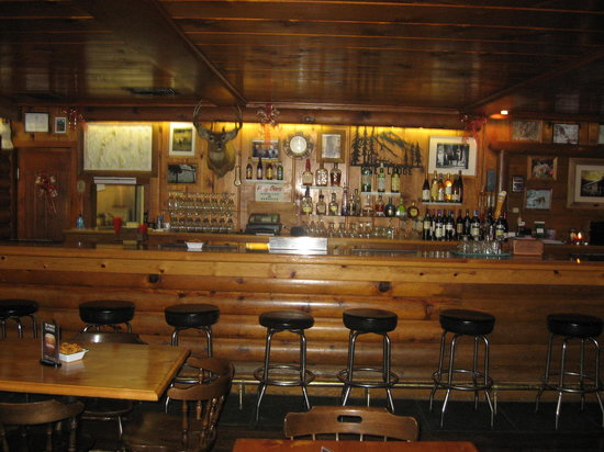 Lamoille, NV: The Bar inside The Pine Lodge