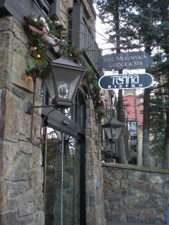Vail Mountain Lodge: Front of hotel