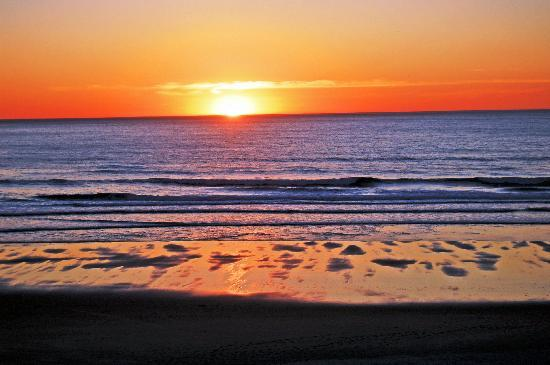 Starfish Manor Oceanfront Hotel: Incredible sunsets to watch from your room!