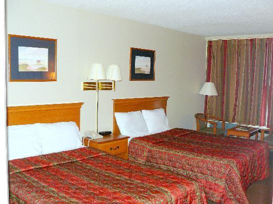 Fiddler&#39;s Inn North: 2 Double Beds