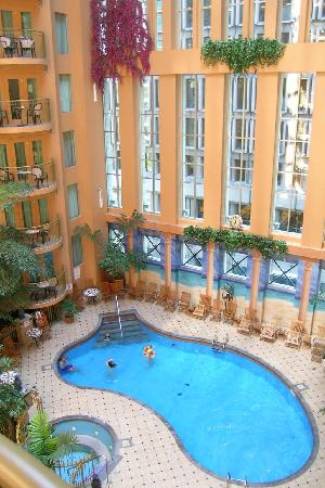 Hotel Palace Royal: La piscine