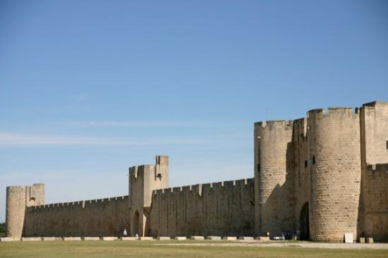 Aigues-Mortes, France: Les remparts