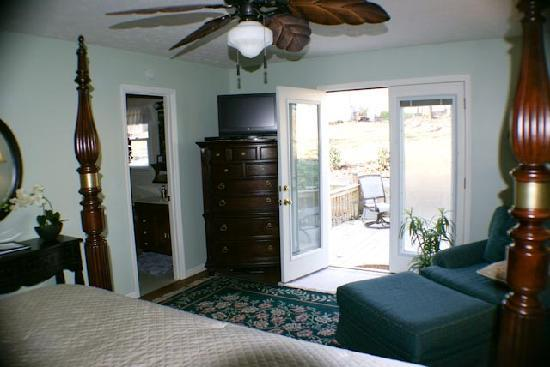 River Rest Bed and Breakfast - Birmingham: The Garden Room--french doors open to the back deck next to the fountain and fern garden