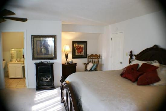 River Rest Bed and Breakfast - Birmingham: Lakewood with a dormer view to the lake and 2 windows toward the woods---Largest guest room
