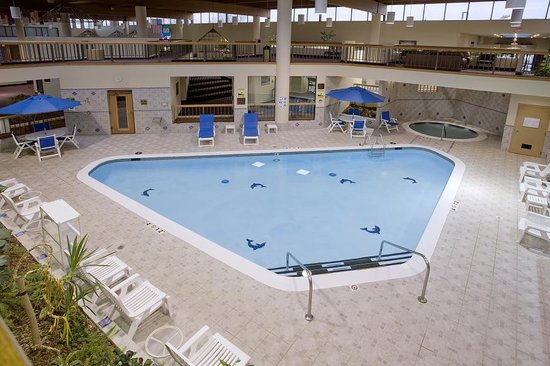 Clarion Hotel and Conference Center: INDOOR POOL
