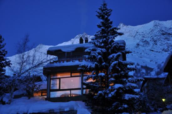 Hotel Elite Saas-Fee: Hotel Elite at night