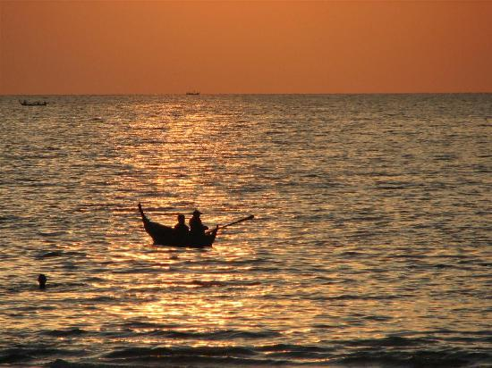 Lanta Castaway Beach Resort: Fishermen - Andaman evening