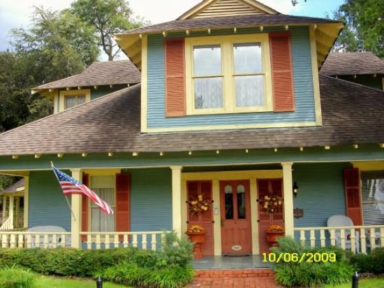 The Hale House Inn: hale house bed and breakfast