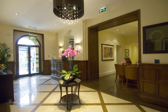 51 Buckingham Gate, Taj Suites and Residences: 51 Lobby