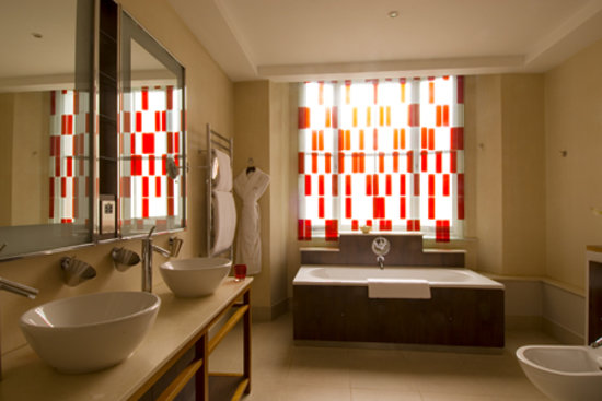 51 Buckingham Gate, Taj Suites and Residences: Bathroom