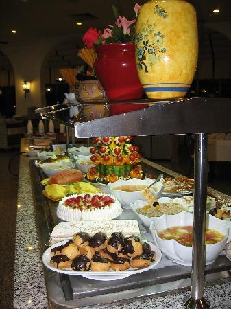 Riu Monica Hotel Nerja: Tantalizing desserts were found here