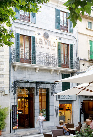 Hotel La Vila : Front View 