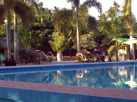 Fernandez Beach and Garden Resort: new pool
