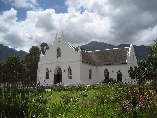 ‪‪Erica Guesthouse‬: Beautiful church in Franshhoek‬