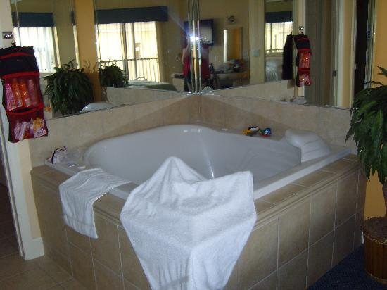 Hot tub in large apt bedroom picture of westgate lakes for Florida hot tubs