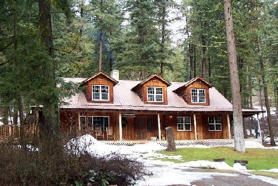 Rustic and country style log house picture of ponderosa for Country style homes wa