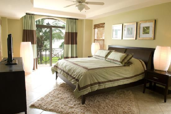 Plaza Resort: Oceanfront master bedroom