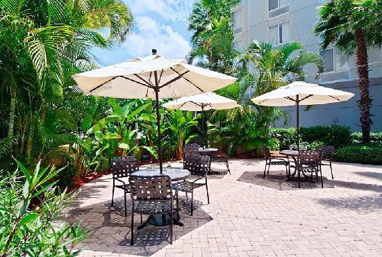 Hilton Garden Inn Fort Myers: Outdoor Patio