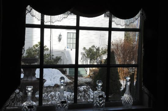 1 Church Street The White House Inn: Amazing window views............