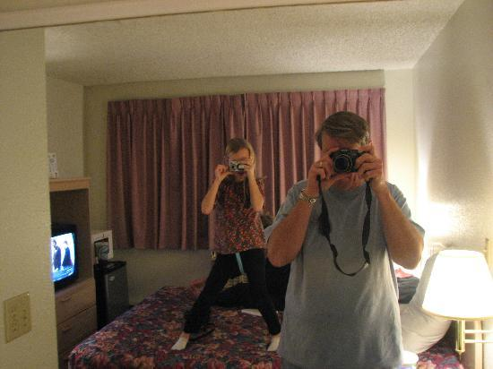 Sandstone Inn: Dueling cameras.  See room through mirror.
