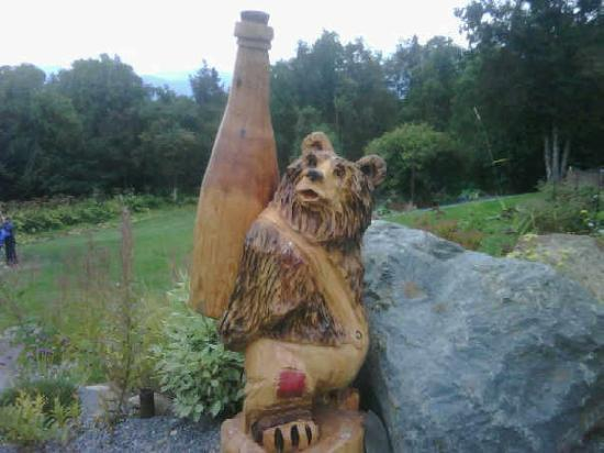 Bear Creek Winery and Lodging: Bear Creek Winery bear