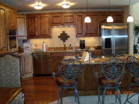 Highmark Steamboat Springs: Picture of our kitchen.