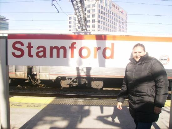 Stamford, CT: llegando a la estacion jajajaj