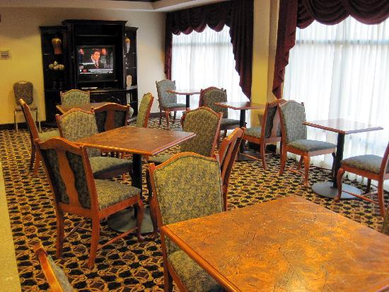 Hampton Inn - Groton: breakfast area