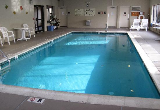 Hampton Inn - Groton: clean warm pool.jpg