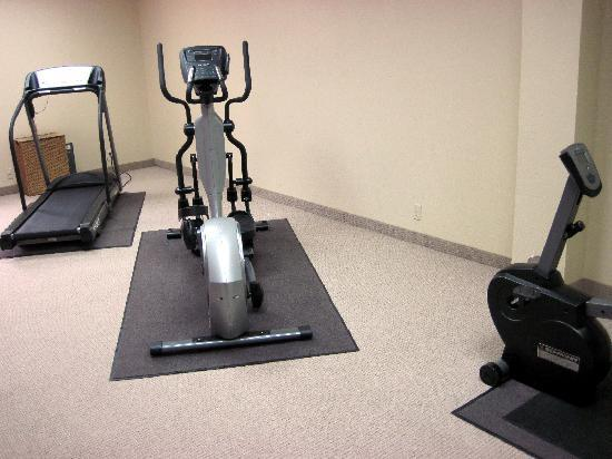 Hampton Inn - Groton: small basic workout room