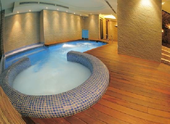Linyola photos featured images of linyola province of for Jacuzzi interior barato