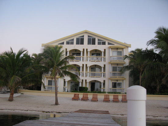 Pelican Reef Villas Resort: View of the back from the pier