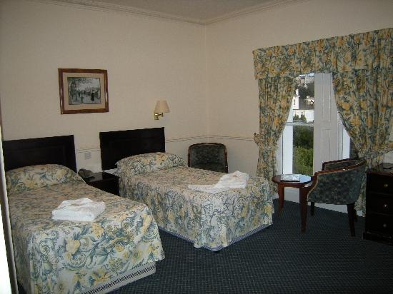 Abbey Lawn Hotel: Our comfortable bedroom