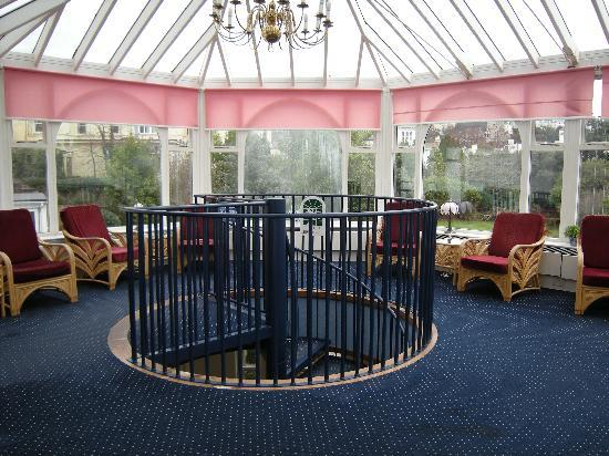 Abbey Lawn Hotel: The spacious Conservatory