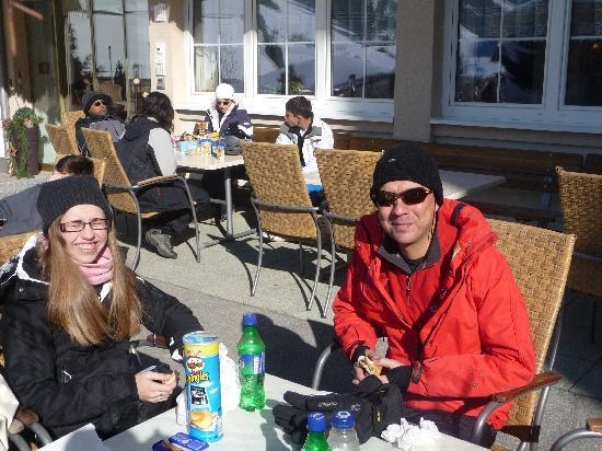 Hotel Jaegerhof: Enjoying an apres ski drink on hotel terrace