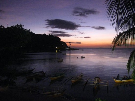 Mabini, Philippines: at e end of e day,sit bk,chill,wit a san miguel in one hand and enjoy e sunset