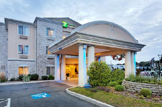 Holiday Inn Express Branford/New Haven: Hotel Exterior