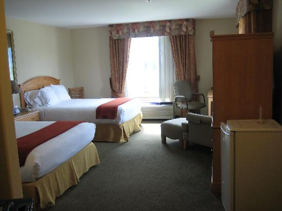 Comfort Inn & Suites: Large spacious comfortable room