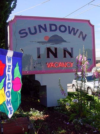Sundown Inn: Hotel Sign
