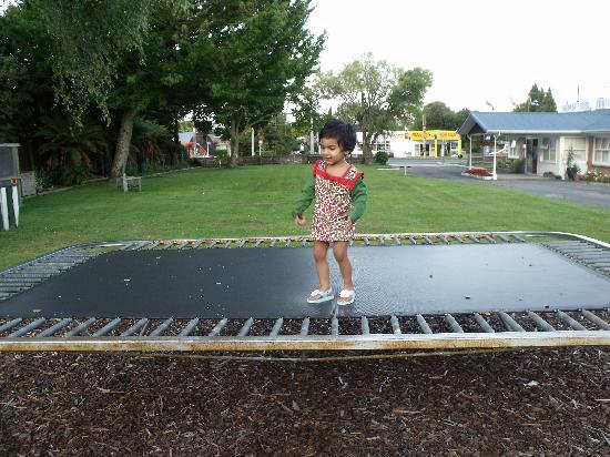 Fairy Springs Motel: Toddler on trampoline