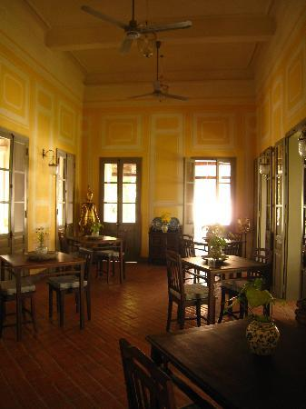 [imagetag] http://media-cdn.tripadvisor.com/media/photo-s/01/6f/07/aa/the-dining-room.jpg