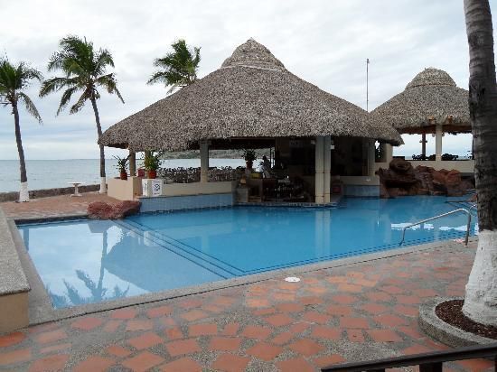 Holiday Inn Sunspree Mazatlan: swimup bar