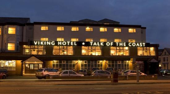Viking Hotel: The front of the hotel