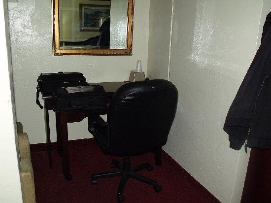 Budget Inn: Room 224 desk