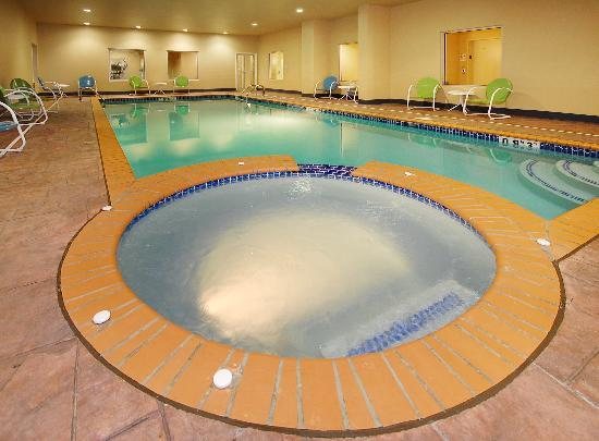 La Quinta Inn & Suites Huntsville Airport Madison: Heated Indoor pool with whirlpool